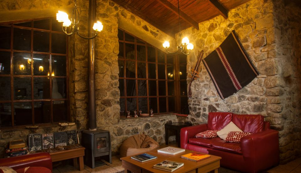 The cozy great room at Wayra Lodge